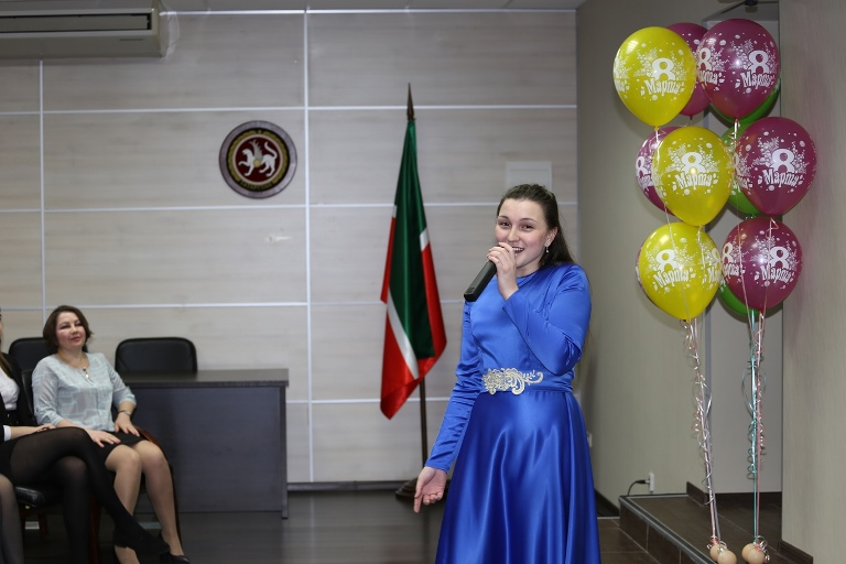 Поздравление женщин с праздником 8 марта. (7 марта 2019 г.)